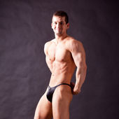 Young bodybuilder posing — Photo