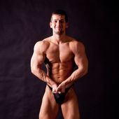 Young bodybuilder posing — Stock fotografie