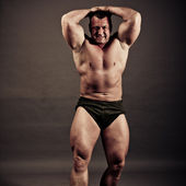 Bodybuilder posing — Foto Stock