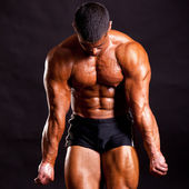 Young bodybuilder posing — Stock Photo