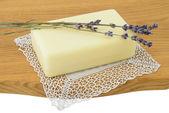 Přírodní mýdlo s levandulí — Stock fotografie