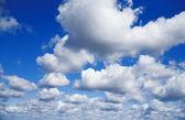 白い雲と青い空 — ストック写真