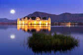 The palace Jal Mahal at night — 图库照片