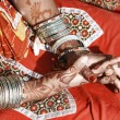 Hands of a young Indian woman adorned with traditional bangles and mehndi. — Stock Photo