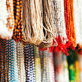 Indiase kralen in lokale markt in pushkar. — Stockfoto