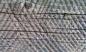 Tablero de madera vieja con rastros de sierra circular. fondo. — Foto de Stock