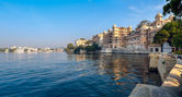 Lake Pichola and City Palace in Udaipur. India. — Stock Photo