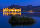 Water Palace Jal Mahal at night. Man Sager Lake, Jaipur, Rajasth — Stock Photo