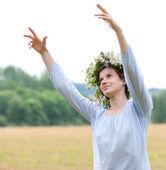 Květiny žena věnec — Stock fotografie