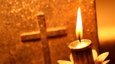 Santa cruz com vela — Vídeo Stock