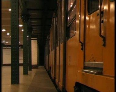 U-bahn-abgang — Stockvideo