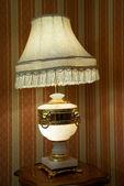 Desk lamp under old fellow — Стоковое фото