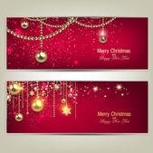 Set van elegante rode kerst banners met gouden kerstballen en sta — Stockvector