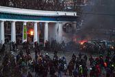 Euromaidan、キエフ、ウクライナ、grushevskogo 通り。警察との戦い — ストック写真