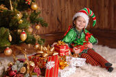 Girl - the Christmas elf with a gift — Foto Stock