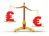 Euro outweighs pound sterling on scales. — Fotografia Stock