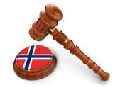 Wooden Mallet and Norwegian flag — Stock Photo