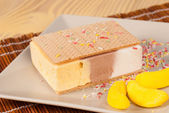 Ice cream sandwich — Stock Photo