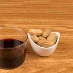 Wine and peanuts — Stock Photo