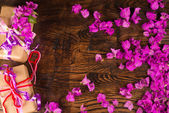 Valentine flowers and prestents — Stock Photo