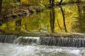 Şelale ile sonbahar brook — Stok fotoğraf