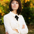 Retro brunette woman in autumn park - Foto Stock