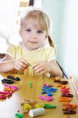 Kid modeling colorful clay — ストック写真