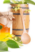 Linden honey jar and barrel with flowers — Stock Photo