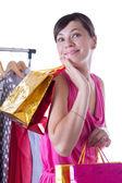 Mujer con bolsas de compras cerca de suspensión — Foto de Stock