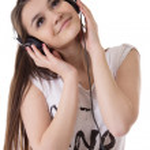 Joyful teen girl with headphones listens to the music — Stock Photo