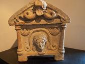 Etruscan urn — Stock Photo