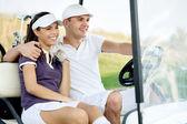 Ler par i golfbil — Stockfoto