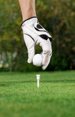 Golfer hand and ball — Stock Photo