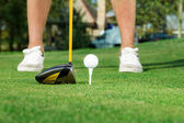 Golfer ready to tee off — Stock Photo