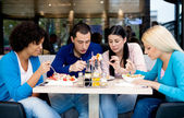 Group of teenagers students on lunch — Stock Photo