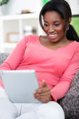 Woman using digital tablet — Stockfoto
