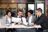 Obchodní tým s obchodní jednání — Stock fotografie