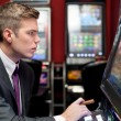 Man concentrate on slot machine — 图库照片