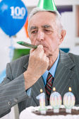 Senior man celebrates birthday — Stock Photo