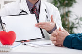 Cardiologist showing medical test — Stock Photo