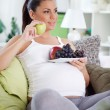 Pregnancy eating fruits — Stock Photo