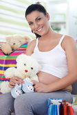 Satisfied pregnancy after shopping — Stock Photo