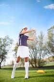 Girl playing golf — Stock Photo
