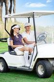 在高尔夫车夫妇 — 图库照片