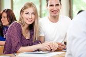 Smiling student couple — Stock fotografie