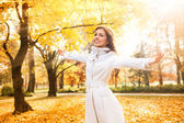 Woman relaxing in beautiful autumn day — Stock Photo
