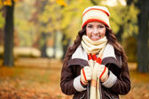 Girl feeling cold in autumn park — Stock Photo