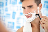 Man shaving his beard with razor — Stock Photo