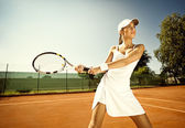 Woman plays tennis — Stock Photo