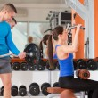 Weight training at gym — Stockfoto